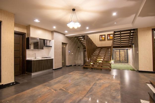 Escalier en bois de maison moderne et de luxe