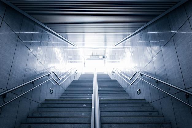 Escalier de bureau vide