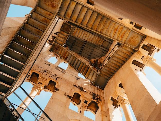 Escalier en colimaçon dans le clocher de l'église croatie split