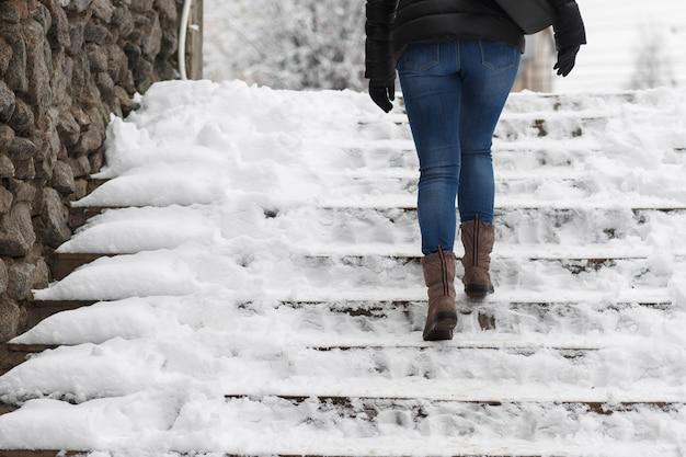 Escalier dans la neige