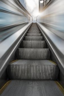 Escalier dans une station de métro