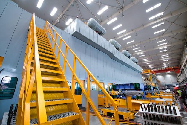 Escalier industriel menant à la tour