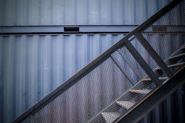 Escalier de la maison de conteneur en thaïlande