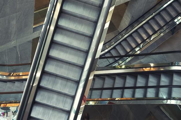 Escalier mécanique en boutique