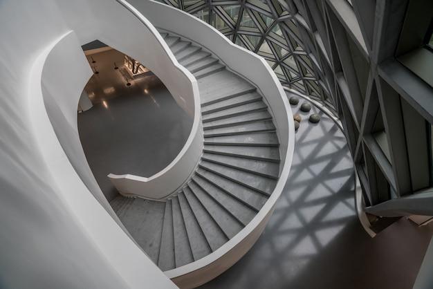 L'escalier tournant du musée d'art, un musée d'art contemporain à chongqing, en chine.