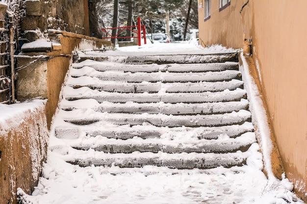 Escaliers couverts de neige, blizzard