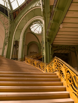 Escaliers intérieurs du grand palais à paris france