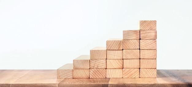 Escaliers jouets en bois