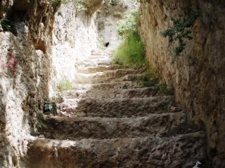 Escaliers menant à la forteresse han alara