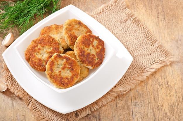 Escalopes de chou-fleur au fenouil, ail et sauce au fromage