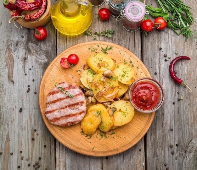 Escalopes de poulet grillées, patates douces rôties et chou de bruxelles