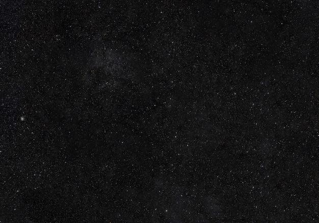 Espace avec champ d'étoiles.