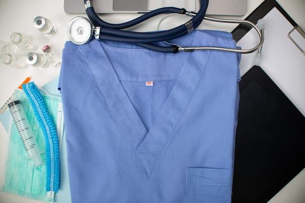 Espace de copie d'arrière-plan de la médecine des soins de santé. liste spéciale professionnelle de cardiologie spécialisée pour votre cœur. concept de bannière. conceptuel de soins de santé de médecin. professionnel uniforme médical.