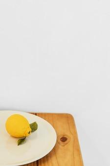 Espace de copie de citron abstrait concept minimal