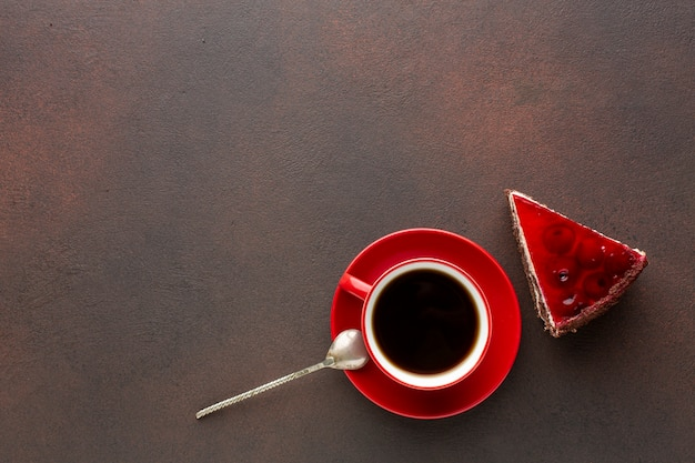 Espace de copie de gâteau rouge et café