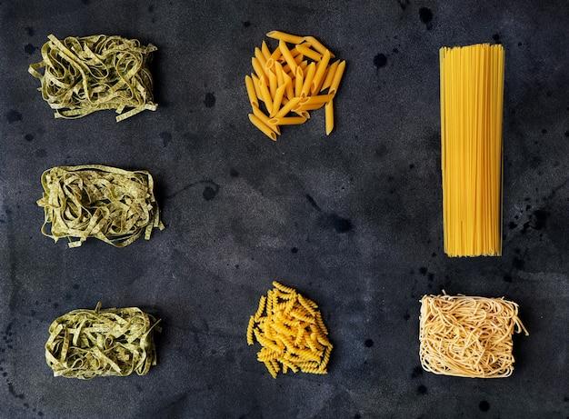 Espace de copie de photo de nourriture faite à la main biologique de pâtes spaghetti