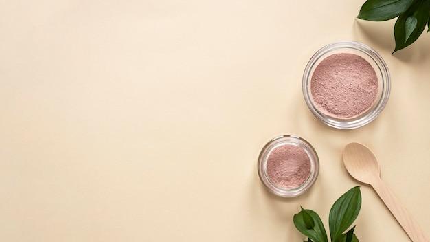 Espace de copie de sable rose à plat