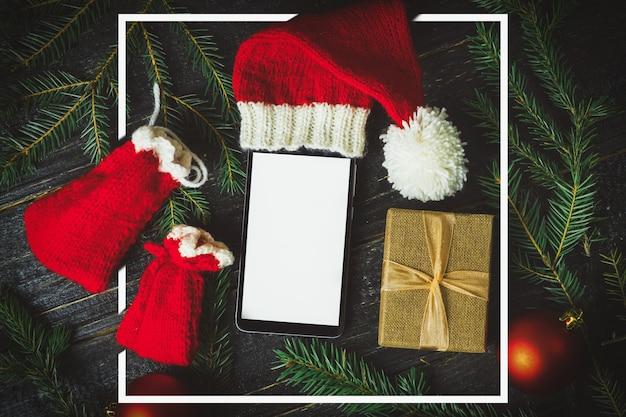 Espace de copie de smartphone vide et cadeaux de noël