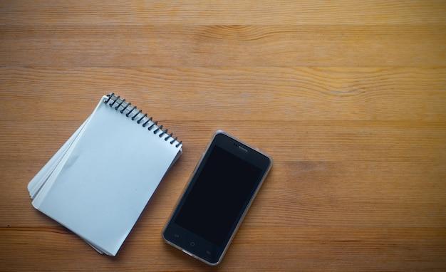 Espace coppy sur business table de travail avec smartphone et organisation, concept de fond de bureau