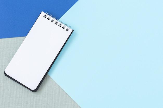 Espace avec fond de carnet de notes