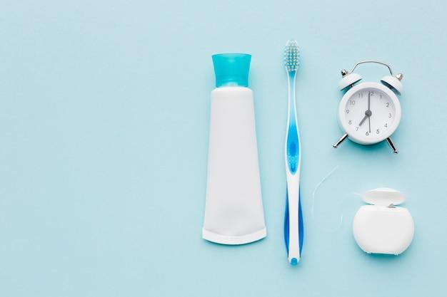Espace pour copier la pâte dentifrice et le pinceau