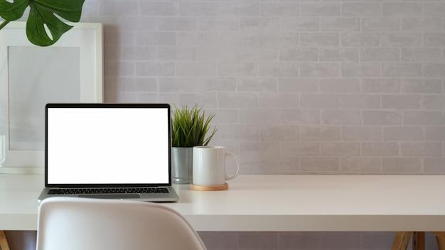 Espace de travail blanc loft créatif et espace de copie