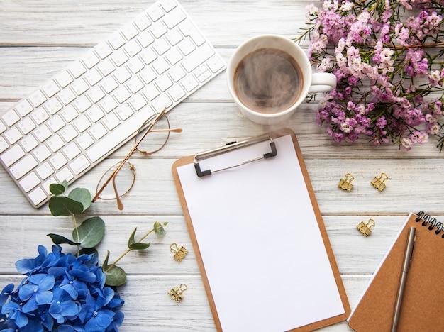 Espace de travail de bureau à domicile