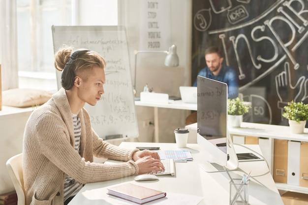 Espace de travail créatif pour un personnel talentueux