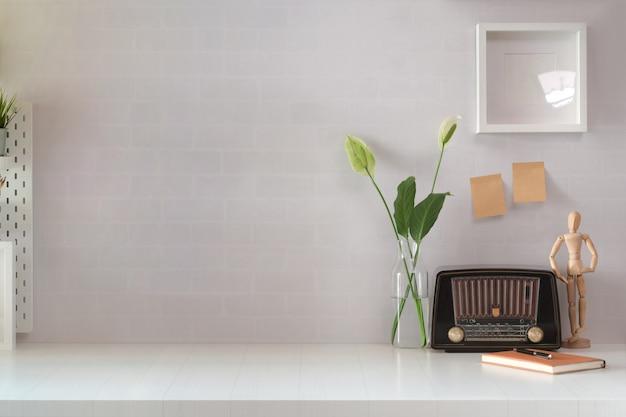 Espace de travail loft avec ancien espace radio et copie