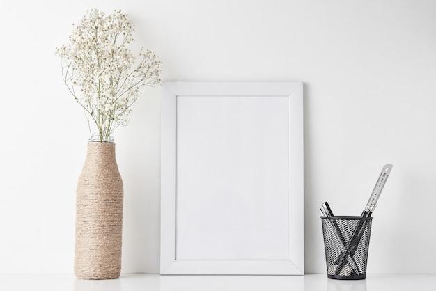 Espace de travail minimal pour bureau à domicile, maquette