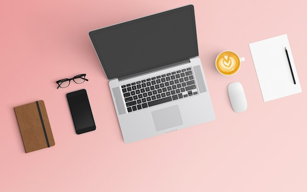 Espace de travail moderne avec tasse à café, ordinateur portable, smartphone et ordinateur portable de couleur rose