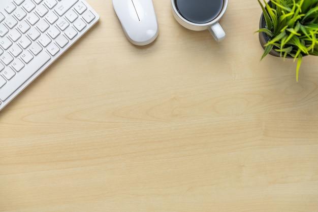 Espace de travail et table de bureau.