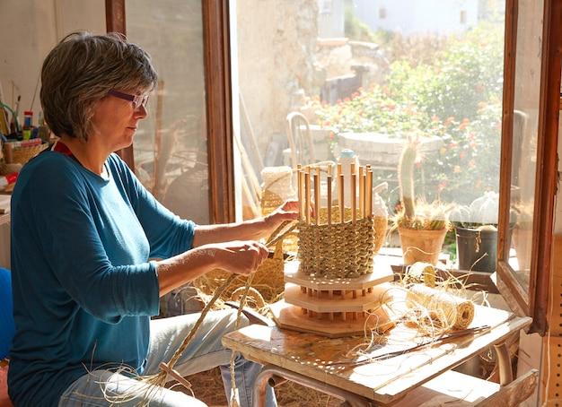Esparto halfah artisan artisanat d'herbe femme