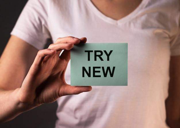 Essayez nouveau texte, message sur papier. motivation dans l'apprentissage et les affaires.