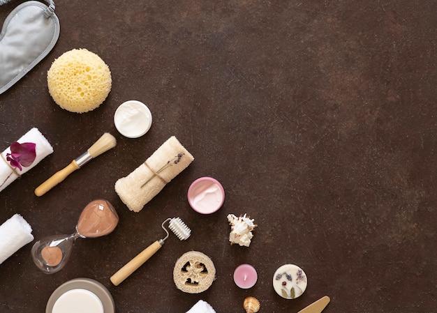 Essentiels et soins personnels pour la maison. fond de chocolat ,. copiez l'espace.