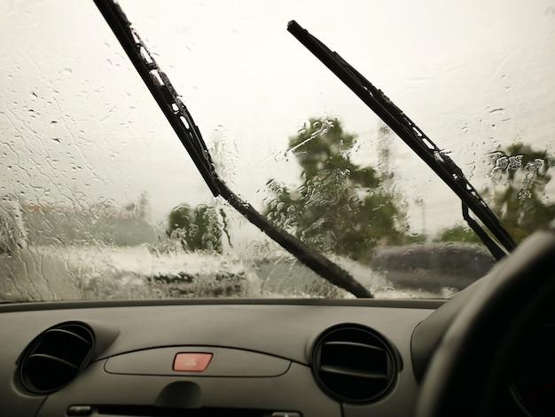 Essuie-glaces de l'intérieur de la voiture