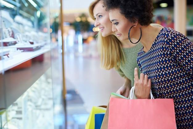 C'est l'heure du shopping pour nous!