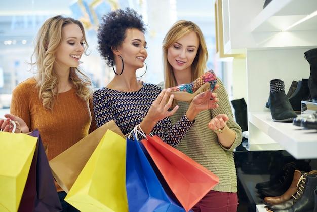 C'est l'heure du shopping! uniquement pour les filles!
