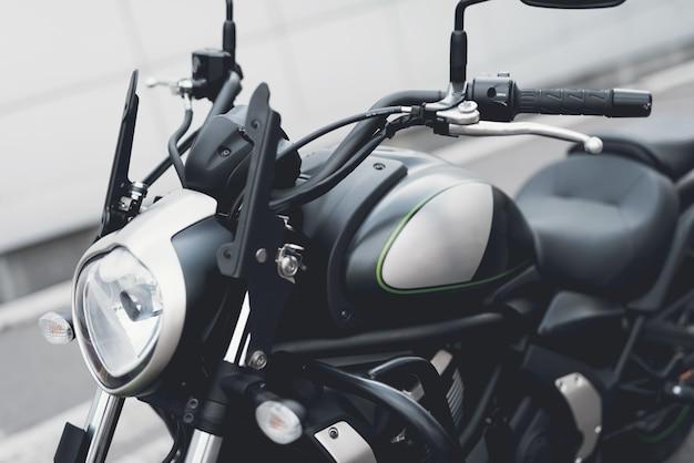 C'est une moto électrique moderne.