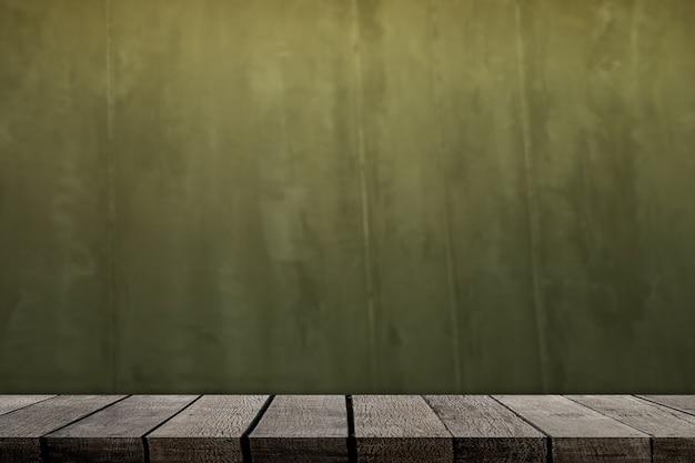 Étagère en bois marron pour l'affichage du produit sur fond de ciment vert grunge