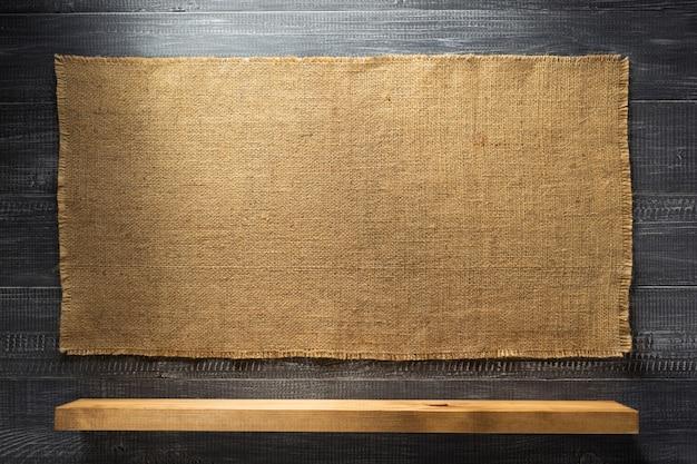 Étagère en bois à texture noire