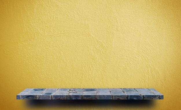 Étagère de roche vide sur fond jaune pour la présentation du produit