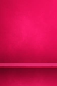 Étagère vide sur un mur rose. scène de modèle d'arrière-plan. toile de fond verticale