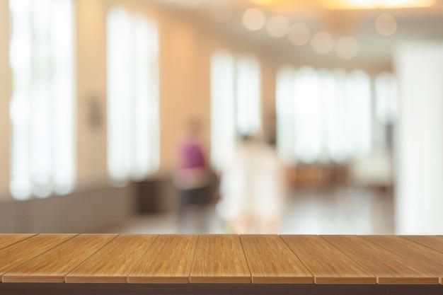 Étagères en bois avec vue flou fond.vous pouvez utiliser pour les produits d'affichage.
