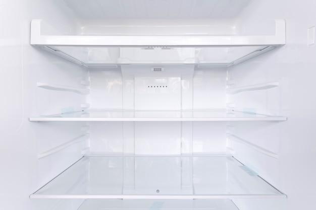 Étagères dans le réfrigérateur