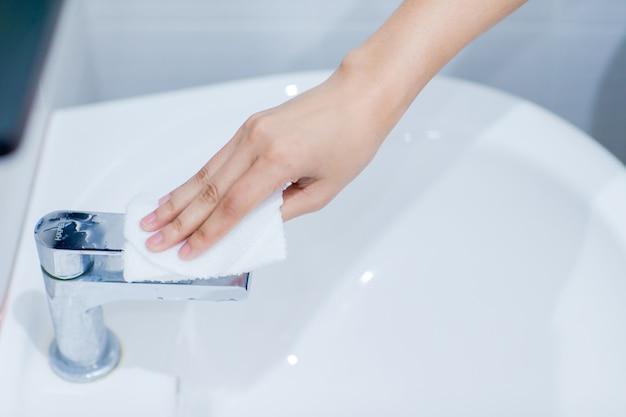 Les étapes pour le lavage des mains sont conformes aux normes internationales