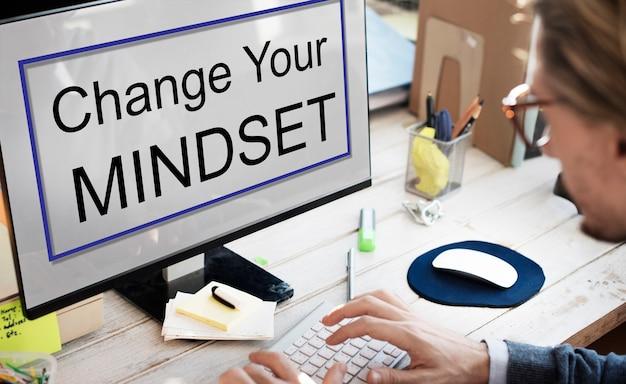 L'état D'esprit En Face De La Pensée Négative De La Positivité Concept Photo gratuit