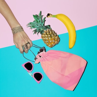 Été tropical. accessoires de mode. style de dame de plage.