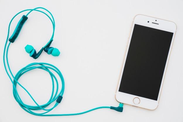 Éteint le téléphone avec des écouteurs