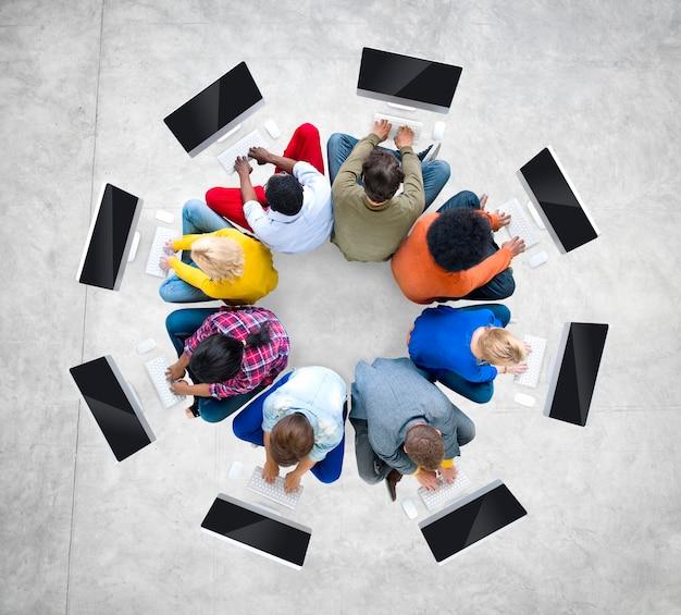 Ethnicité groupe communication connexion concept de réseau informatique